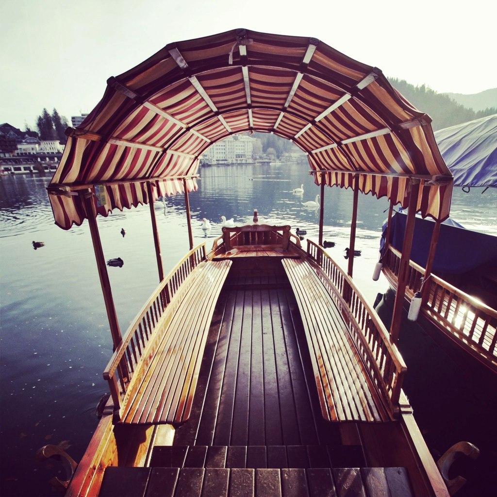 Лодочка на озере Блед