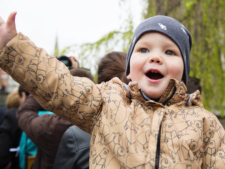 Брюгге Бельгия с ребенком