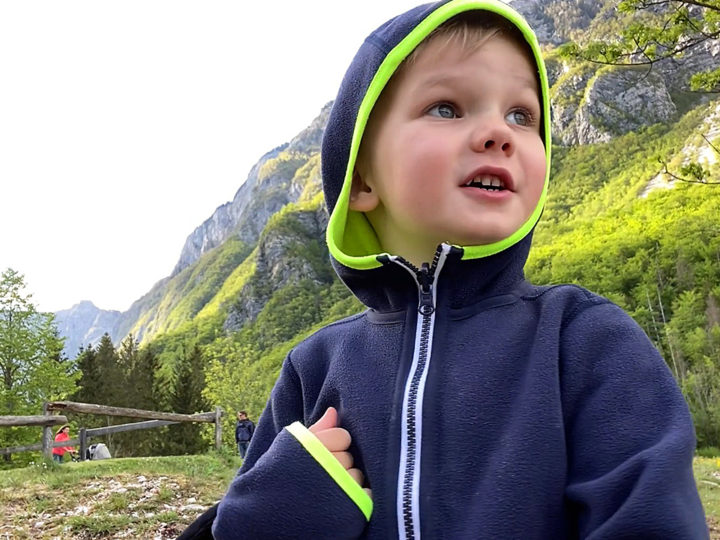 Люк на озере Бохинь